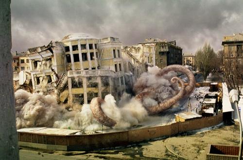 SCP-1046-2 разрушает здание в [УДАЛЕНО]