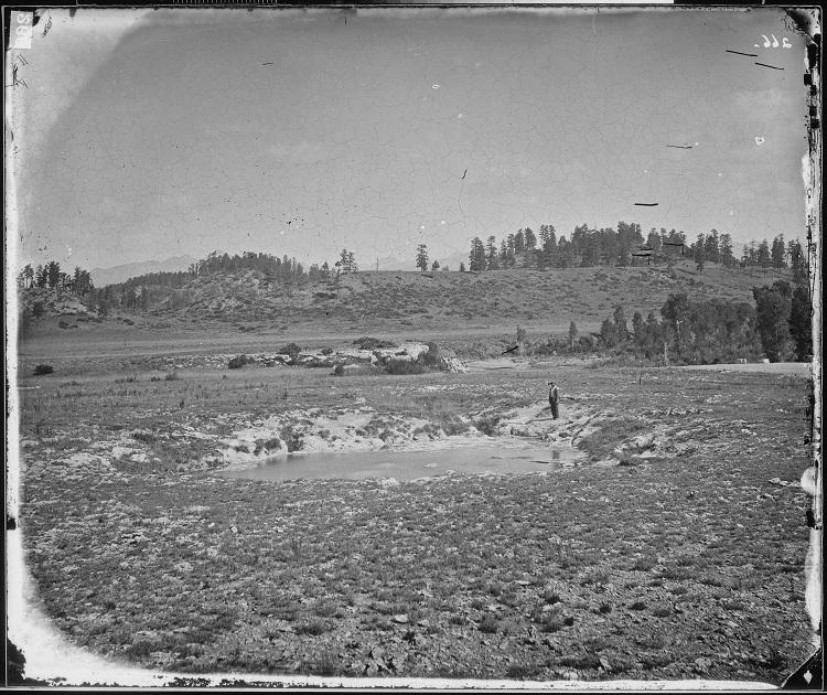 Историческая фотография Пагоза Спрингс до его основания. SCP-1075-1 виден в верхнем правом углу. |width=300px