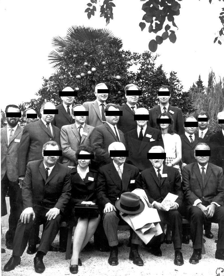 Фотография группы неопознанных людей,обнаруженная в SCP-1320-1