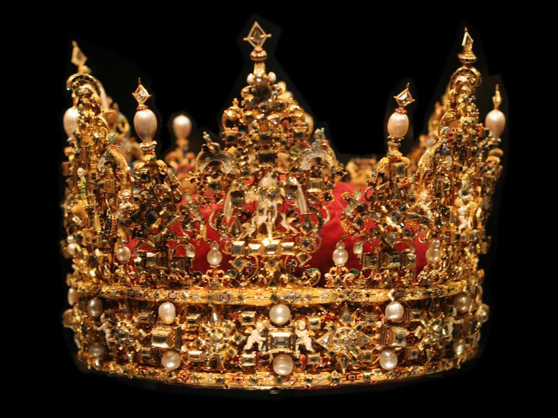 Корона Его Величества во всём сиянии своей славы