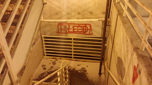 Сообщение, обнаруженноена юго-западной лестнице, ведущейна третий подвальный уровень