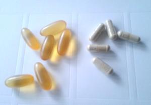 Две из основных разновидностей SCP-2077.Капсулы слева содержат рыбий жир,капсулы справа — костную муку.