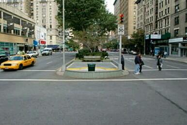 Вид на вход в SCP-2135 с улицы|width=300px