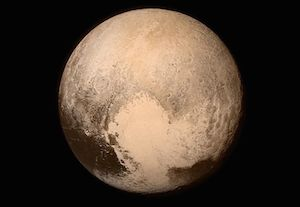 """Поддельная фотография SCP-2362, _представленная широкой общественности _в момент пролета аппарата NASA _""""Новые горизонты"""" рядом с объектом."""