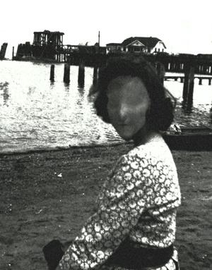 Фотография, обнаруженная в ходе постановки на первоначальное содержание; контекст неизвестен. width=180px