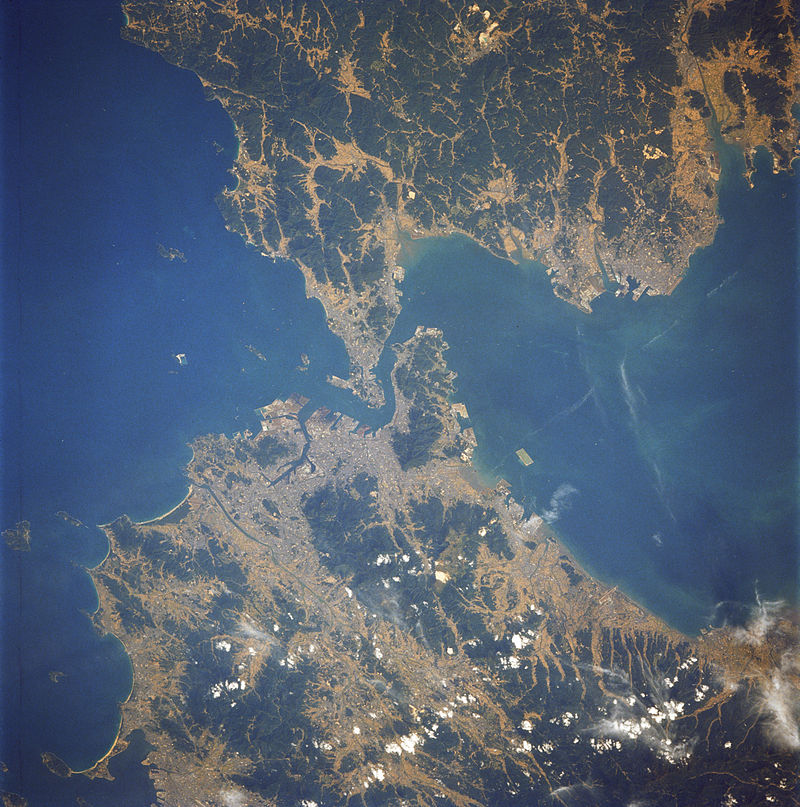 Спутниковая фотография пролива Каммон