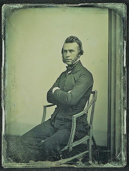 Даггеротип, найденный среди страниц дневника. Предполагается, что на нём изображён автор. На задней стороне проставлена дата - 9 марта 1860 года.|width=300px