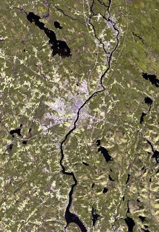 Спутниковый снимок города Бангор в штате Мэн (США); ранее экземпляры SCP-4070-1 преимущественно отправлялись в это место.