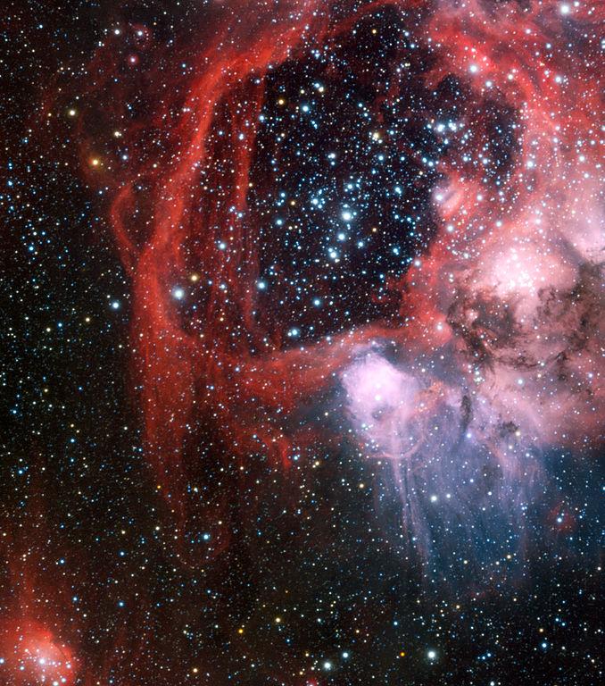 Фотография сверхновой Ро Кассиопеи, выполненная в ложных цветах. Обратите внимание на разлетающиеся яйца SCP-4142.