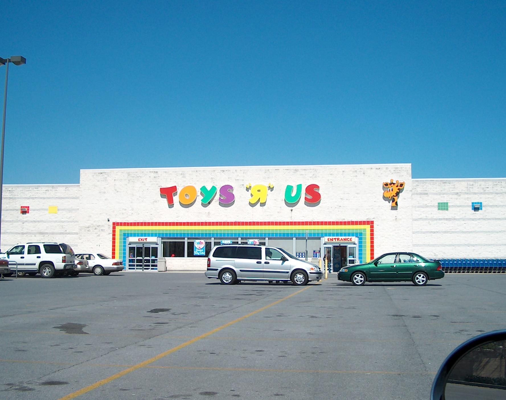 """Заброшенный """"Toys R Us"""" В ТЦ """"Файрфакс"""". На данный момент единственный известный вход в SCP-4525. width=300px"""